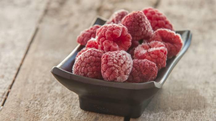 Как правильно заморозить ягоды малины
