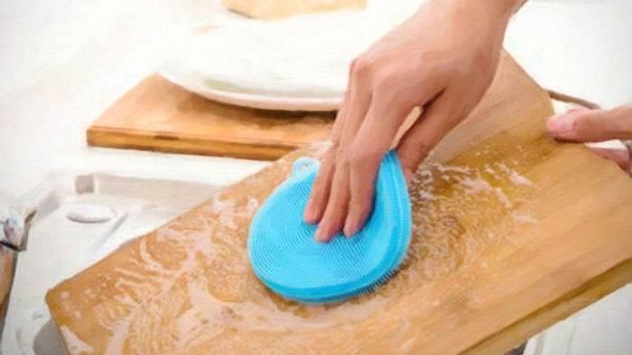 Как легко почистить кухонную доску