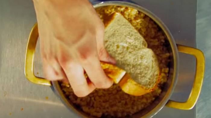 9 гениальных приемов использования обычного хлеба на кухне