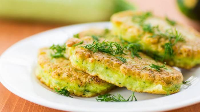 Кабачки с фетой и зеленью: рецепт быстрой летней закуски