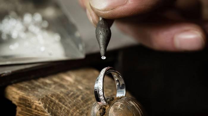 Почему чернеет серебро и куда бежать в первую очередь