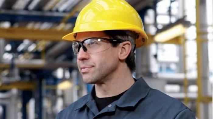 Защитные очки: виды, выбор, особенности
