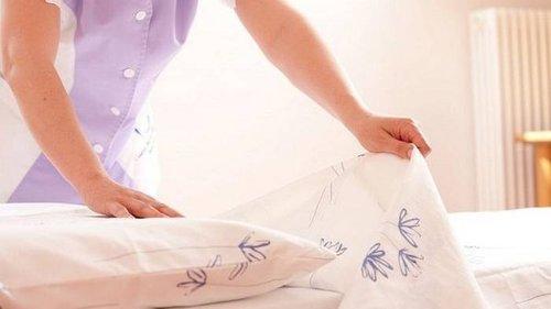 Почему нужно стирать постельное белье дважды в неделю