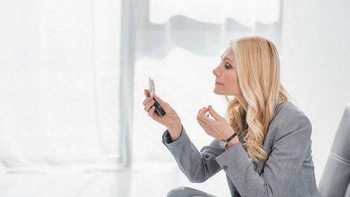Почему важно наносить макияж утром