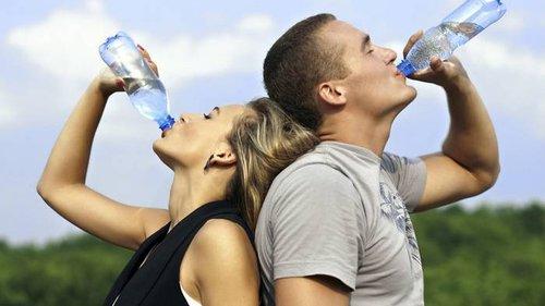 Обезвоживание ведет к болезням: 10 признаков того, что ты пьешь мало воды