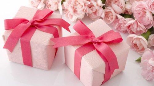 Лучший подарок для девушки: как выбрать