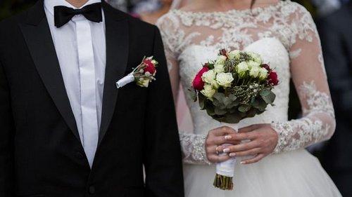 Стоит ли звать на свадьбу хотя бы родителей