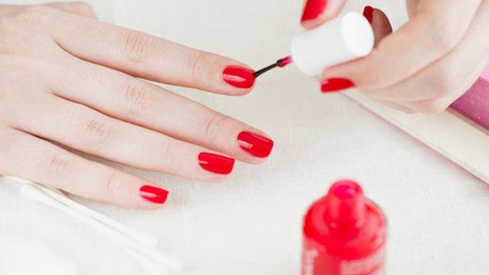 Как аккуратно накрасить ногти? Ты забудешь о походах по салонам красоты