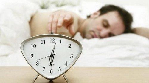 Как высыпаться за 4 часа в сутки: продли себе жизнь, используя скрытые...