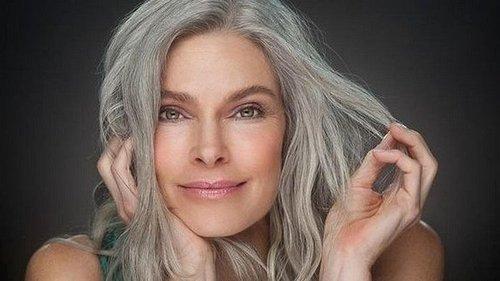 Хватит молодиться: седина, морщины и целлюлит — это настоящая красота
