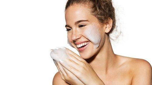 Как избавиться от черных точек: чистка с помощью зубной щетки