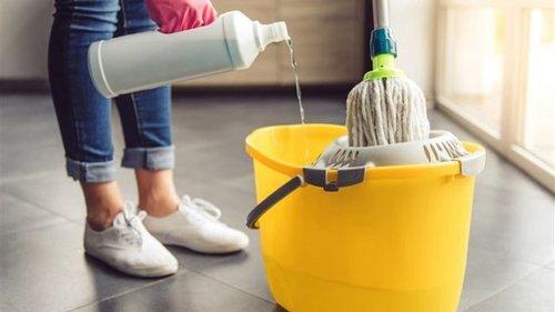 Как помыть пол без химии: безопасное средство своими рукамb