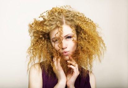 Если волосы сильно вьются, тебе категорически запрещено… Чтобы не лиши...