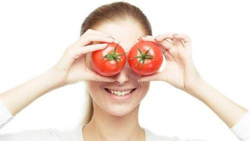 Помести кусочек помидора на лицо и подожди 1 час
