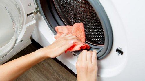 Зачем доливать уксус в стиральную машинку