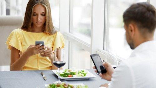 Как заказывать еду, вести себя за столом и покидать заведение