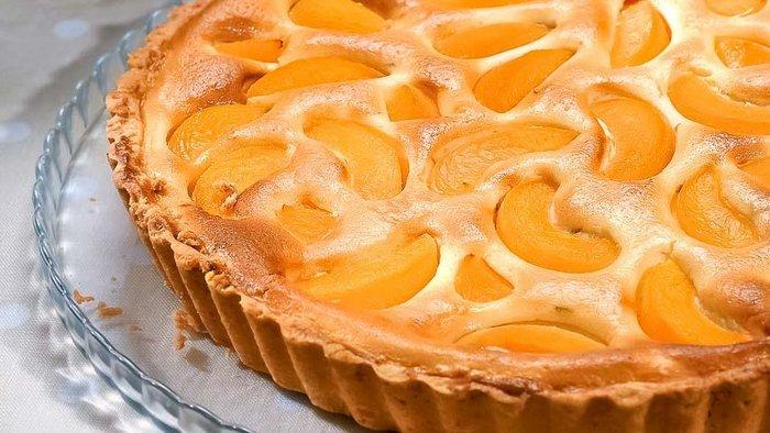 Пирог со свежими абрикосами