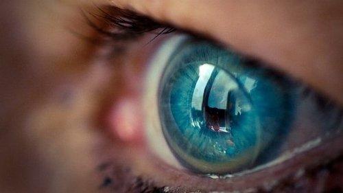 Вот что может случиться, если спать в контактных линзах: печальные пос...