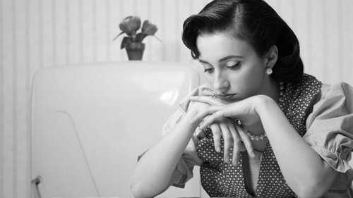 Как поддержать женщину во время кризиса среднего возраста
