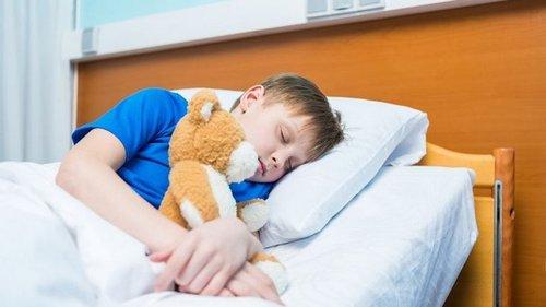 Разбудить ребенка можно без слез и истерик