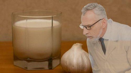 Золотой рецепт от кашля на основе молока: это горячее снадобье ставит ...