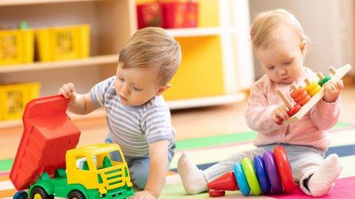 Какие игрушки выбрать для 6-месячного ребенка?