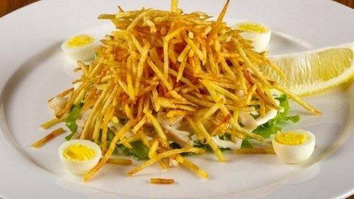 Рецепт салата с жареным картофелем