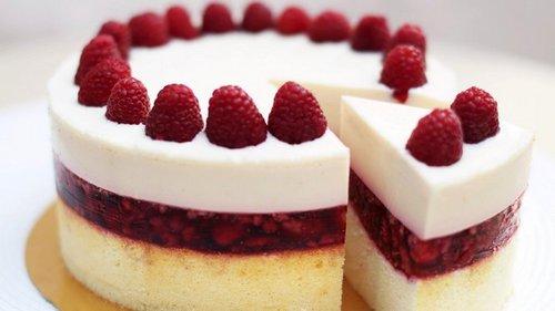 Рецепт сливочного торта с малиновым желе