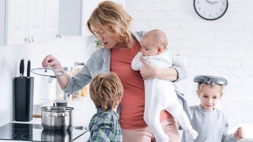 С чем должны ежедневно справляться матери-одиночки
