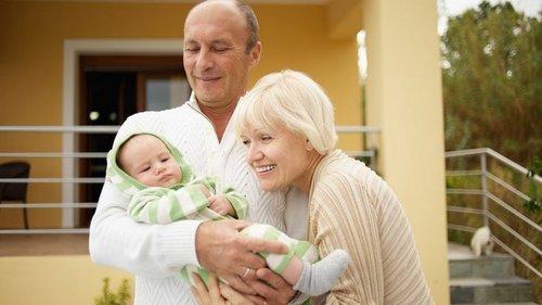 Можно ли детям спать с бабушками и дедушками