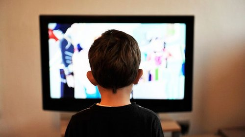 Почему не стоит ребенку запрещать смотреть мультики