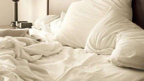 Нужно ли застилать постель по утрам