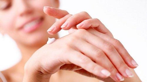 Как нужно заботиться о коже рук