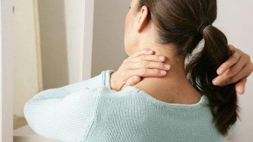 Как расслабить шею и снять напряжение в области челюсти и затылка