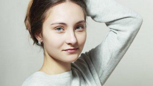 Три женщины старше 60 показали, как наносят макияж, чтобы подчеркнуть ...
