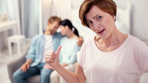 Что делать, если невестка устанавливает отдельный холодильник в доме с...