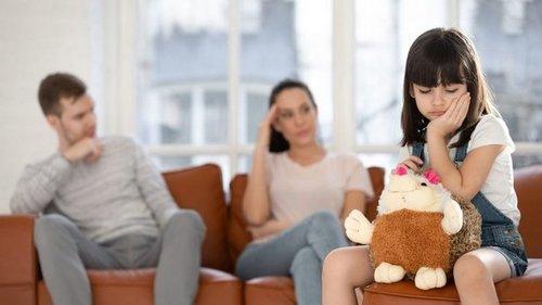 Почему родителям не стоит выяснять отношения при ребенке