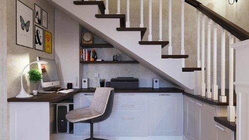 Что можно сделать, если под лестницей имеется укромный уголок