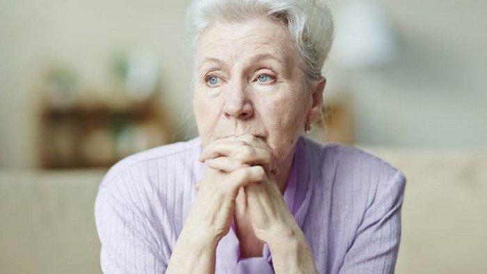 Сильное плечо рядом не радует подругу, что в 60 выскочила замуж за молодого