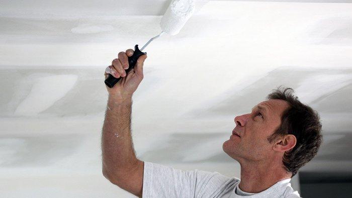 Зачем мудрые домохозяйки наклеивают пенопласт на потолок