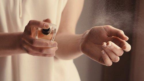 Чем пахнуть женщине, чтобы мужчина вдыхал ее аромат часами