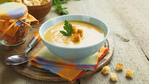 Тарелку какого супа супруг съедает прямо с плиты и умоляет дать еще