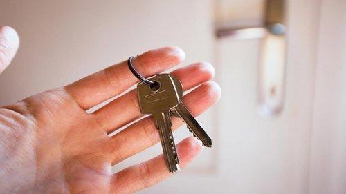 Почему человек, что хочет сдавать квартиру и не работать, уважения не ...