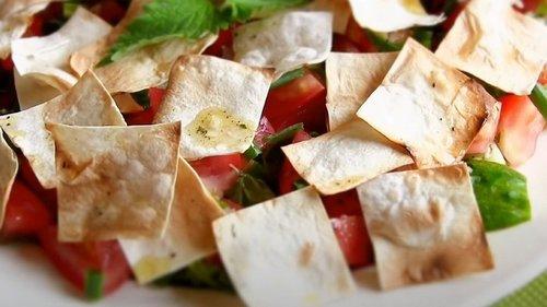 Ливанская домохозяйка научила, как делать летний салат со свежим вкусом