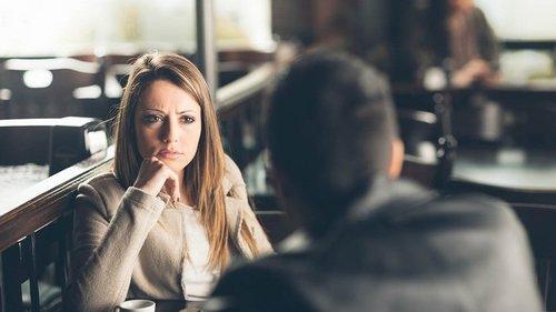 Если человек на первом свидании рассказывает, как тяжело ему живется, срочно убегай
