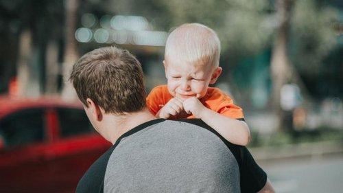 Почему ребенок плачет и как с этим справиться