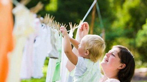 Как удалить пятна с детской одежды