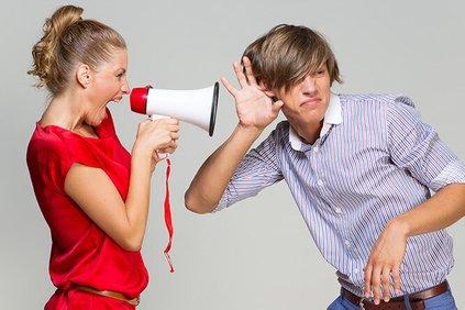 Прием, прием, как слышно? 12 способов заставить мужчину слушать вас