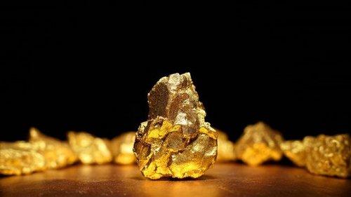 Клеопатра была бы довольна: как работает золото в косметике