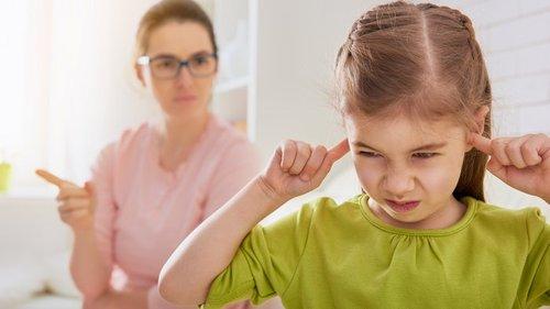 Лучше промолчать: 10 фраз, которые не стоит говорить детям